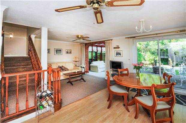 4 Bedrooms Link Detached House for sale in Hilborough Way, ORPINGTON, Kent, BR6