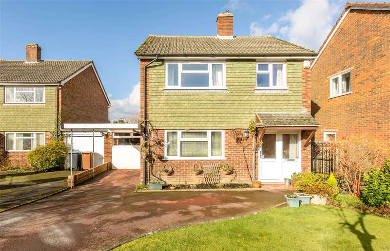 4 Bedrooms Detached House for sale in St Andrews Way, Oxted, Surrey, RH8
