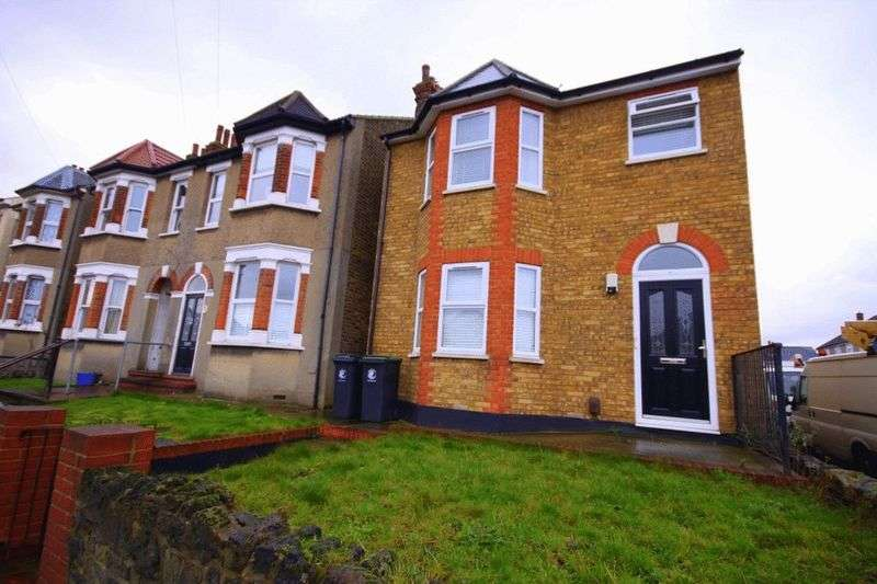 2 Bedrooms Flat for sale in Honey Lane, Waltham Abbey, EN9