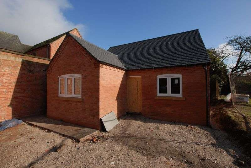 2 Bedrooms Detached Bungalow for sale in High Street, Rocester