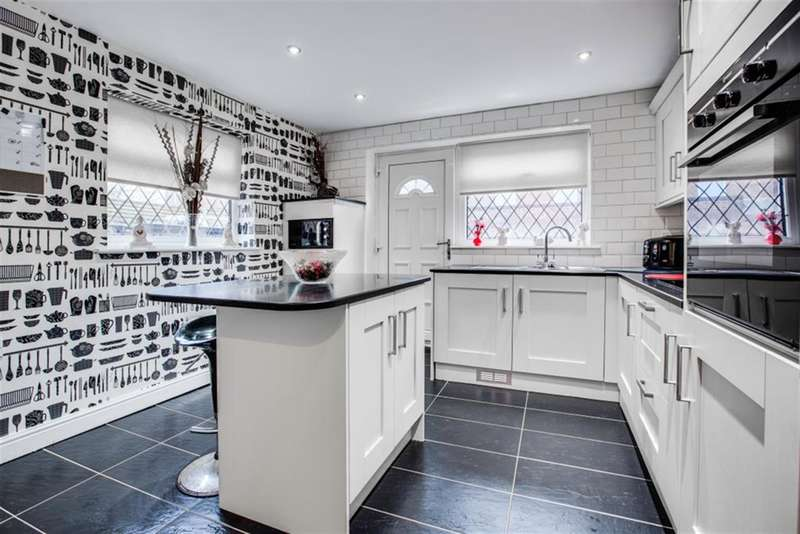 3 Bedrooms End Of Terrace House for sale in Walkden Road, Worsley, Manchester, M28 7DP
