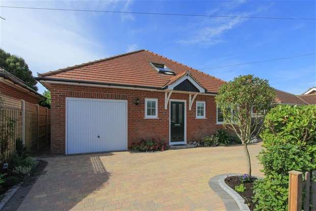 4 Bedrooms Detached Bungalow for sale in Oakwood Drive, Tankerton, Whitstable