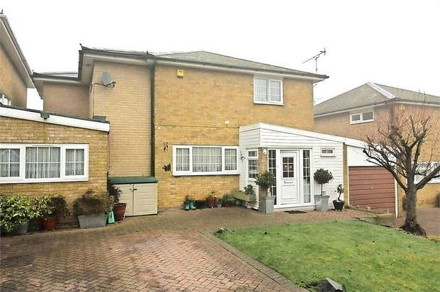 5 Bedrooms Detached House for sale in Gaynesford, Basildon, Essex