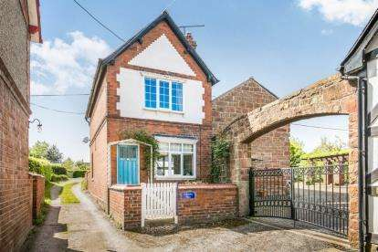 2 Bedrooms Detached House for sale in Rowley Place, Chester Road, Churton, Chester, CH3