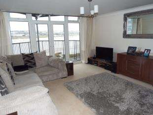 2 Bedrooms Flat for sale in Bridge House, Valetta Way, Rochester, Kent