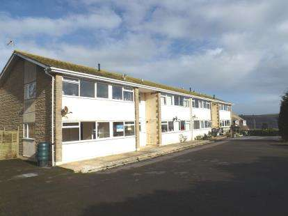 2 Bedrooms Flat for sale in West Acres, Seaton, Devon
