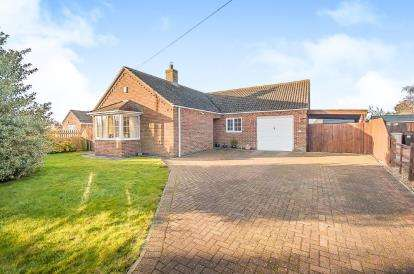 3 Bedrooms Bungalow for sale in Fen Road, East Kirkby, Spilsby, Lincolnshire