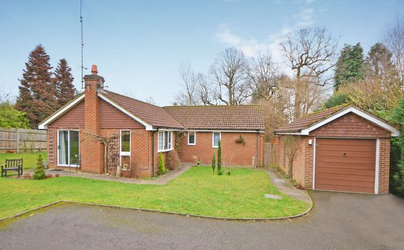 3 Bedrooms Detached Bungalow for sale in Chiddingfold