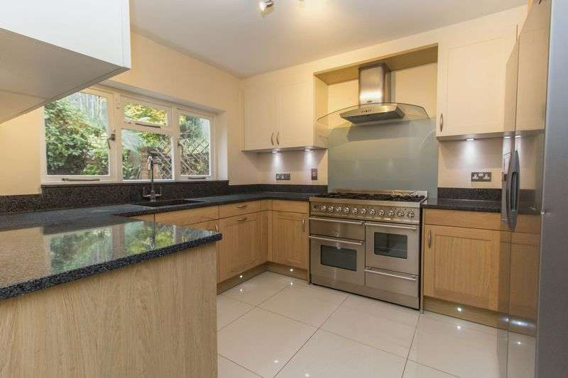 4 Bedrooms Terraced House for sale in Swiss Cottage Place, Loughton
