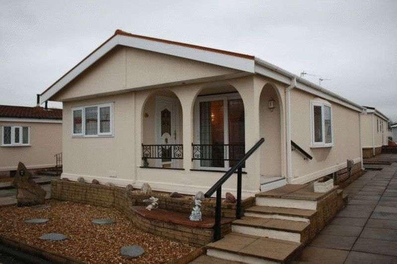 2 Bedrooms Bungalow for sale in 5 Jensen Drive, Carr Bridge Park, Preston New Road, Blackpool, Lancashire, FY4 5JL