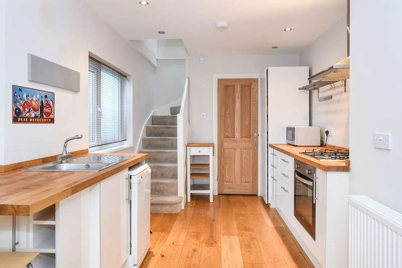 2 Bedrooms End Of Terrace House for sale in Alexandra Road, Cardiff