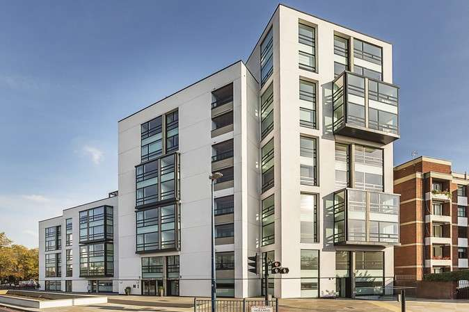 3 Bedrooms Flat for sale in Holland Park Avenue, London
