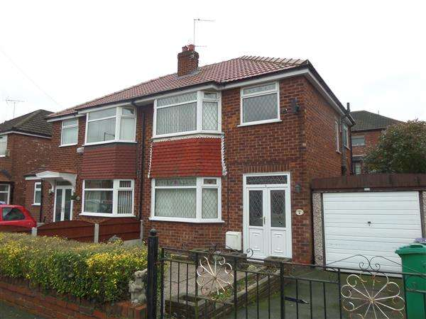 3 Bedrooms Semi Detached House for sale in Greenwich Close, Manchester
