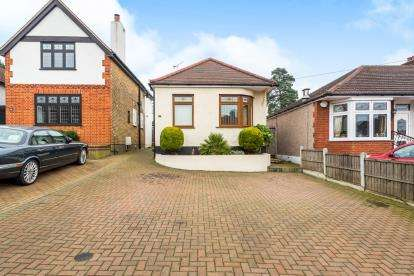 2 Bedrooms Bungalow for sale in Rise Park, Romford, Essex