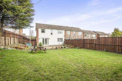 4 Bedrooms End Of Terrace House for sale in Bradshaw View, Halifax, West Yorkshire
