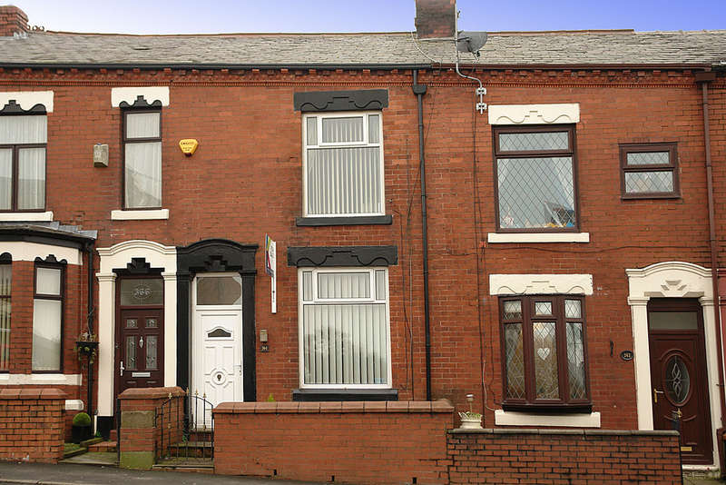 2 Bedrooms Terraced House for sale in 364 Ripponden Road, Oldham