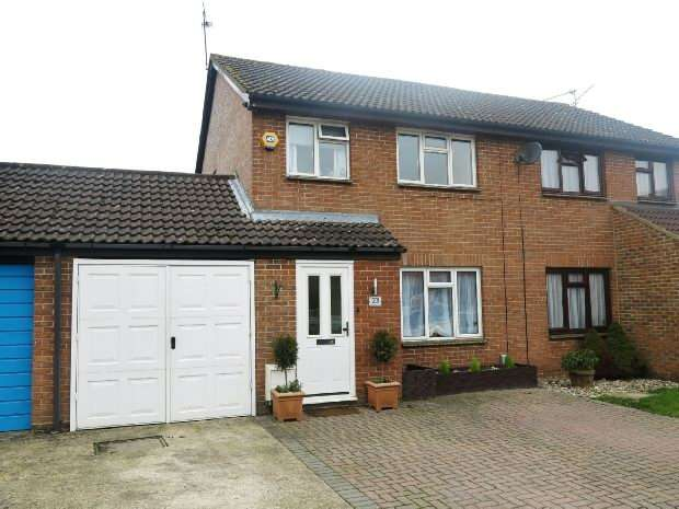 3 Bedrooms Semi Detached House for sale in Flamborough Close, Lower Earley, Reading
