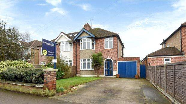 3 Bedrooms Semi Detached House for sale in Maidenhead Road, Windsor, Berkshire