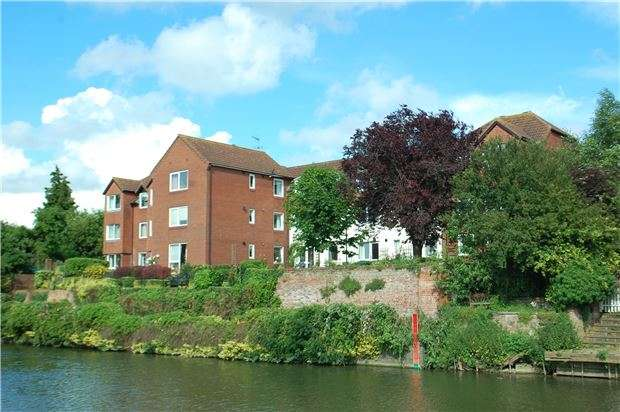1 Bedroom Flat for sale in High Street, Tewkesbury, Gloucestershire, GL20 5BL