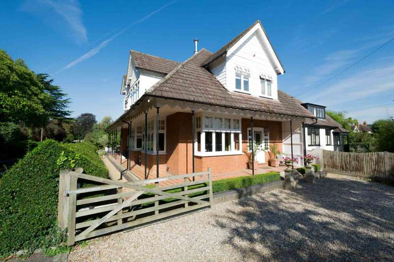 5 Bedrooms Detached House for sale in Abbotsbrook, Bourne End