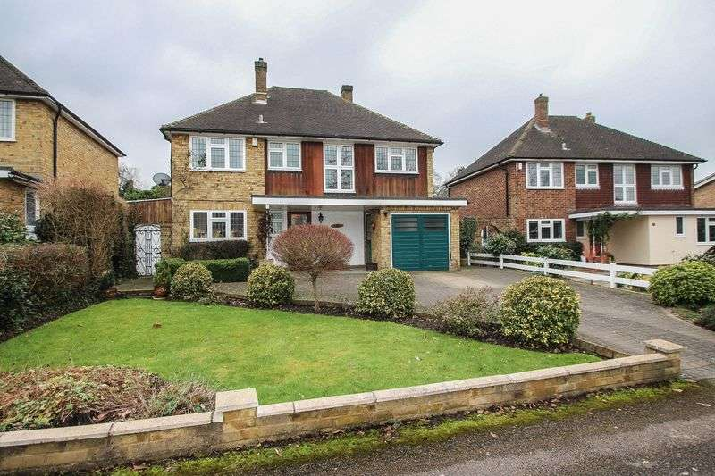 4 Bedrooms Detached House for sale in Derwent Close, Claygate