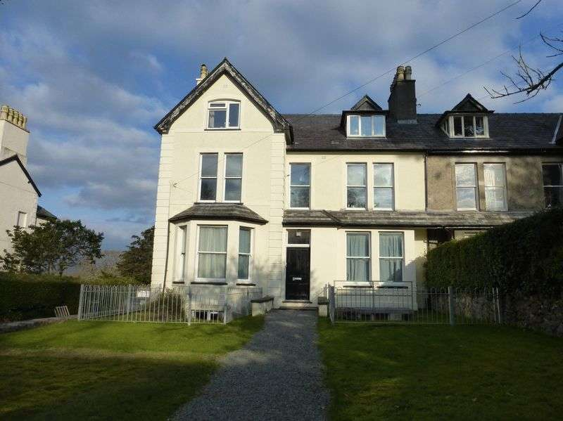 2 Bedrooms Flat for sale in Bangor