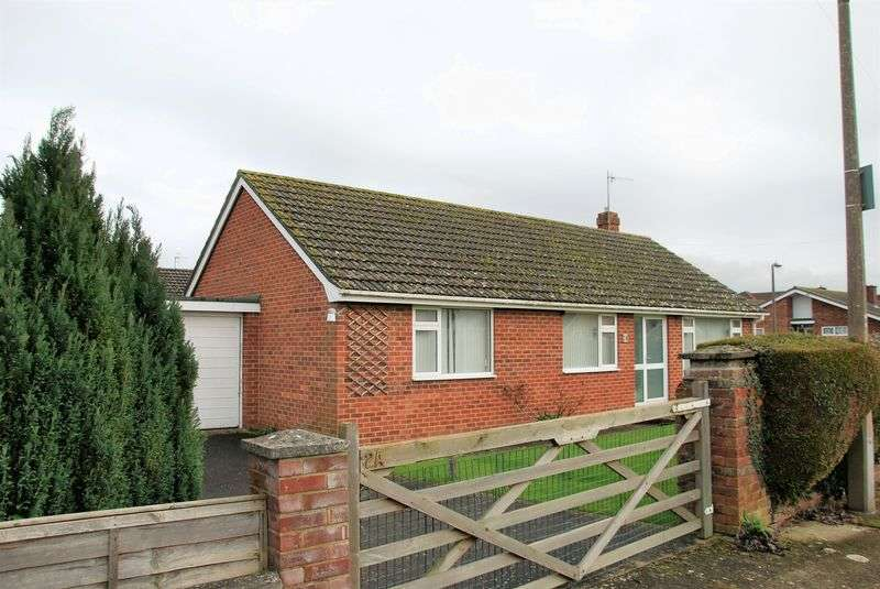 3 Bedrooms Detached Bungalow for sale in Shelley Drive, Stratford Sub Castle, Salisbury