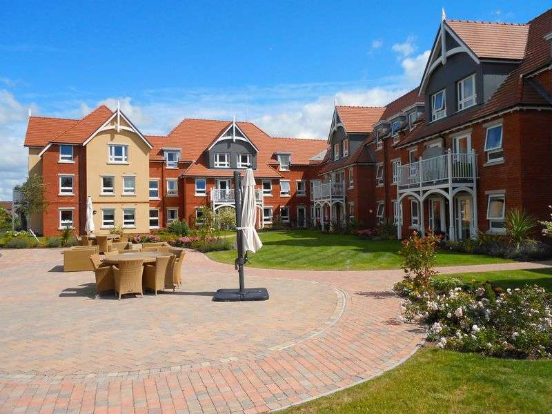 2 Bedrooms Flat for sale in Horton mill court, Droitwich: **PRIVATE BALCONY ** & SEPARATE CLOAKROOM