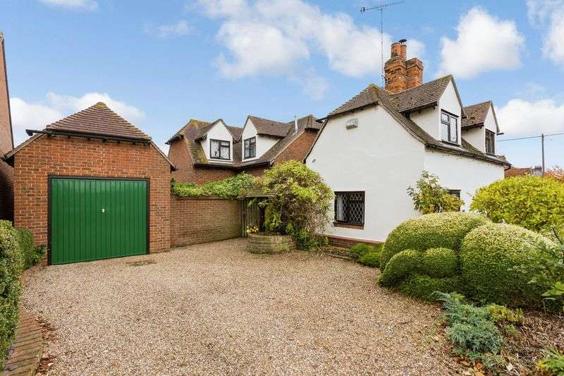 3 Bedrooms Detached House for sale in Stambridge Road, Rochford