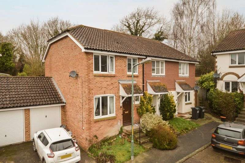 3 Bedrooms Semi Detached House for sale in Bank Side, Ashford