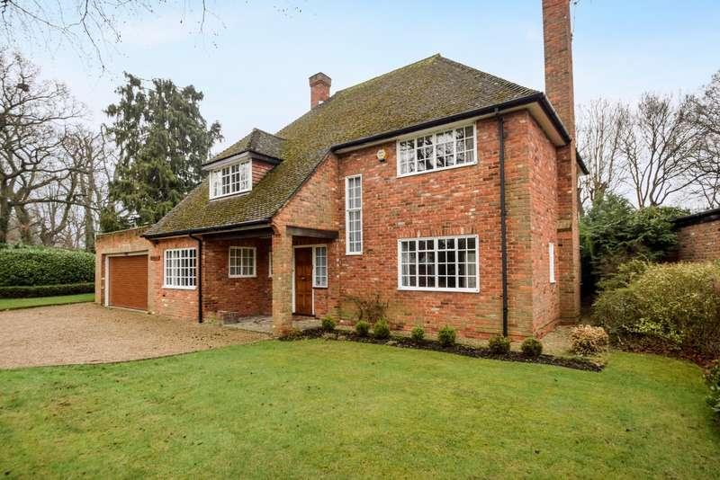 4 Bedrooms Detached House for sale in Hazelhurst Road, Burnham, SL1