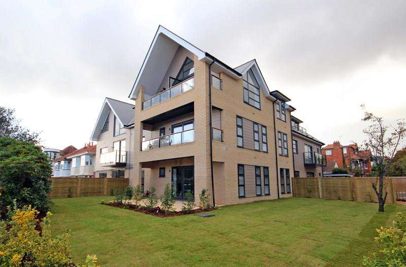 2 Bedrooms Apartment Flat for sale in Foxholes Road, Southbourne, Bournemouth
