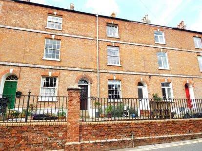 3 Bedrooms Terraced House for sale in Combe Street, Chard, Somerset