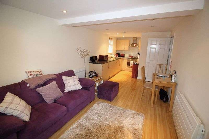 1 Bedroom Flat for sale in CATERHAM ON THE HILL
