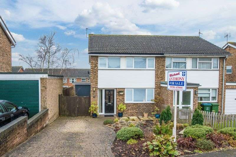 3 Bedrooms Semi Detached House for sale in Charmfield Road, Aylesbury