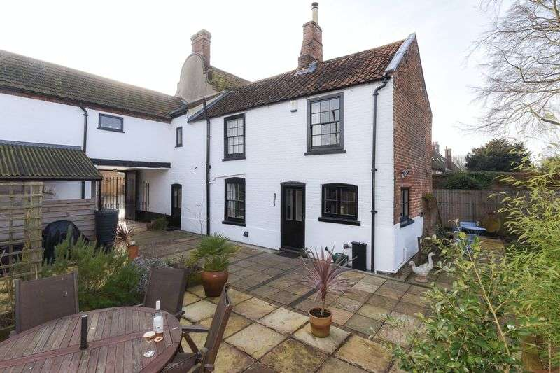 4 Bedrooms Semi Detached House for sale in High Street, Cawston
