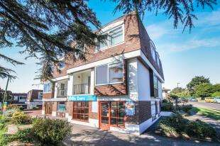 2 Bedrooms Flat for sale in Havant House, Storrington, Pulborough, West Sussex