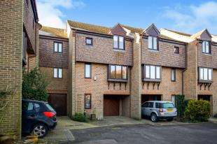 2 Bedrooms Terraced House for sale in The Willows, Station Road, Pulborough, West Sussex