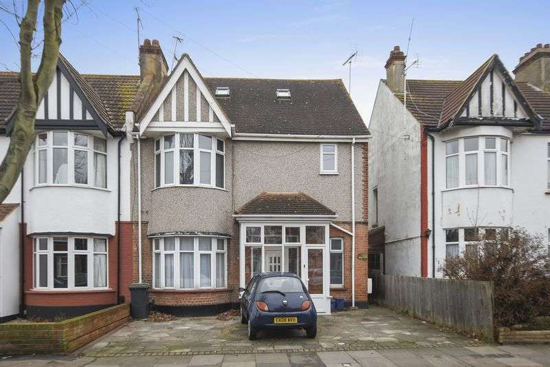 1 Bedroom Flat for sale in Kensington Road, Southend-On-Sea