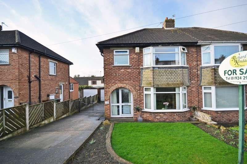 3 Bedrooms Semi Detached House for sale in Lindale Mount, Wakefield