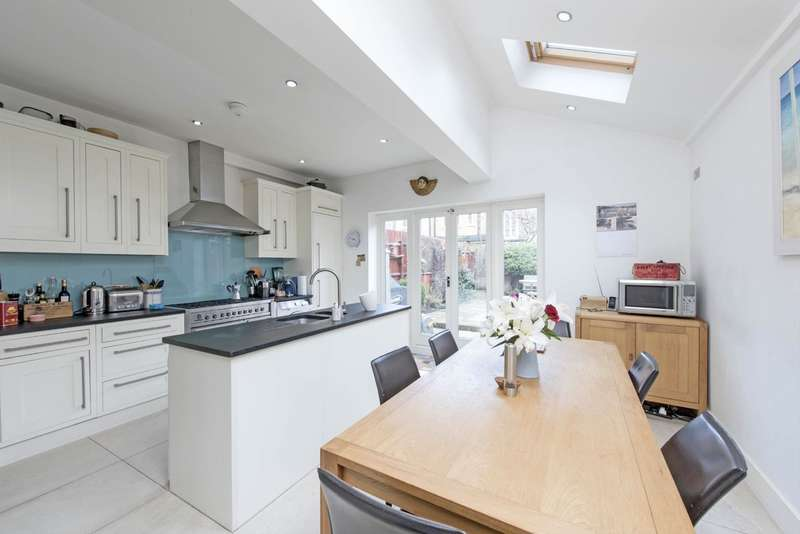 5 Bedrooms Terraced House for sale in Muncaster Road, Battersea, London