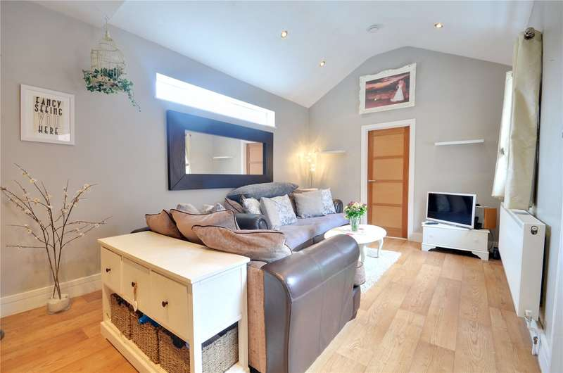 1 Bedroom Apartment Flat for sale in New Windsor Street, Uxbridge, Middlesex, UB8