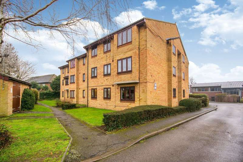 2 Bedrooms Flat for sale in Ludford Close, Croydon, CR0