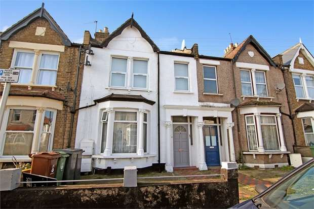 2 Bedrooms Flat for sale in Buxton Road, Walthamstow, London