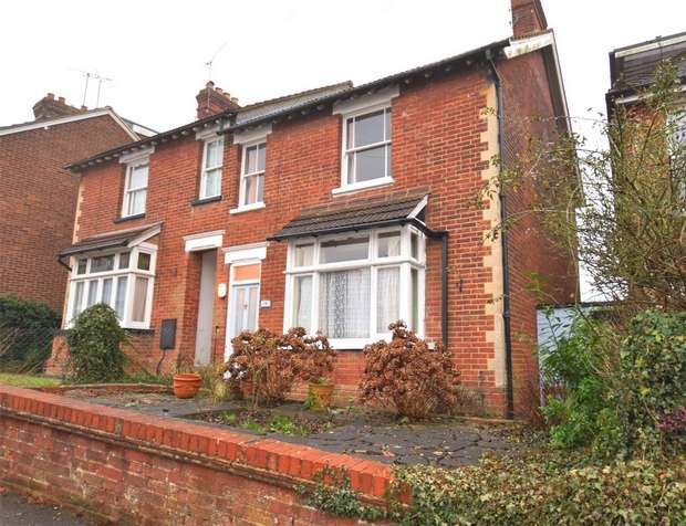2 Bedrooms Semi Detached House for sale in 19 Quakers Hall Lane, SEVENOAKS, Kent