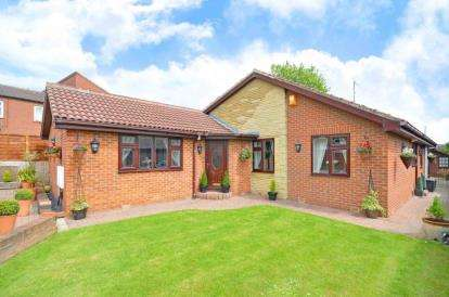 5 Bedrooms Bungalow for sale in Moorhouse Close, Whiston, Rotherham, South Yorkshire