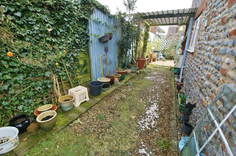 2 Bedrooms Cottage House for sale in Pound Road, North Walsham