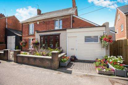 3 Bedrooms Detached House for sale in Hemyock, Cullompton, Devon