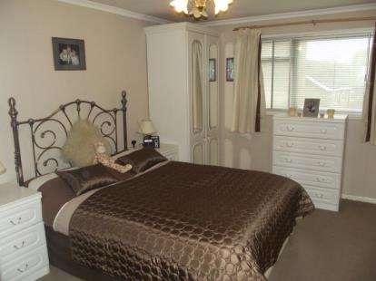 1 Bedroom Flat for sale in Harold Wood, Romford, Essex