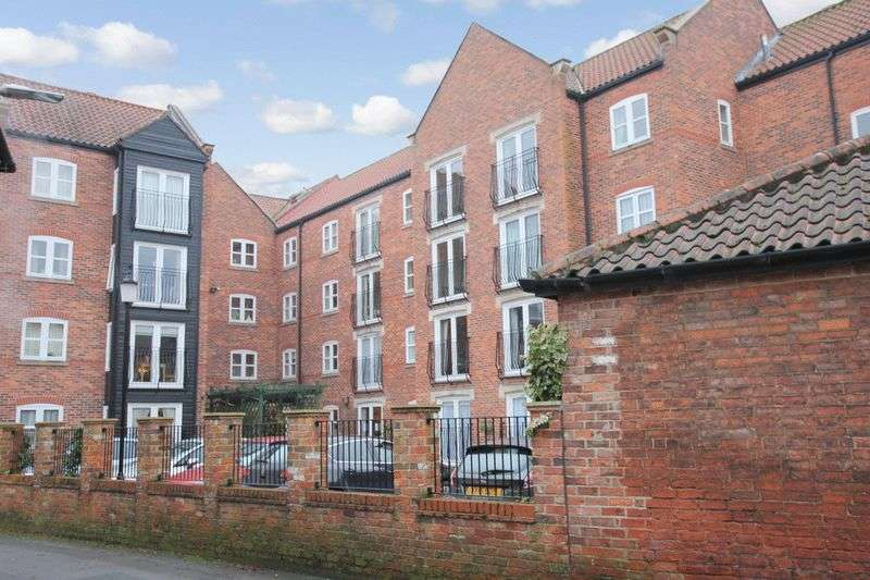 1 Bedroom Retirement Property for sale in All Saints Court, Market Weighton, YO43 3NT